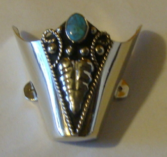 These Silver Vine Snip toe Silver cowboy boot tips with a Turquoise stone are an extra large size for your cowboy boots or protect them from normal wear with sterling silver plated toe rands.