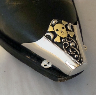 These Needle Nose Full Cover Gold Skull Cross Bones Boot Tips are a fancy way to dress up your cowboy boots or protect them from normal wear with skull and cross sterling silver and gold plated toe rands.