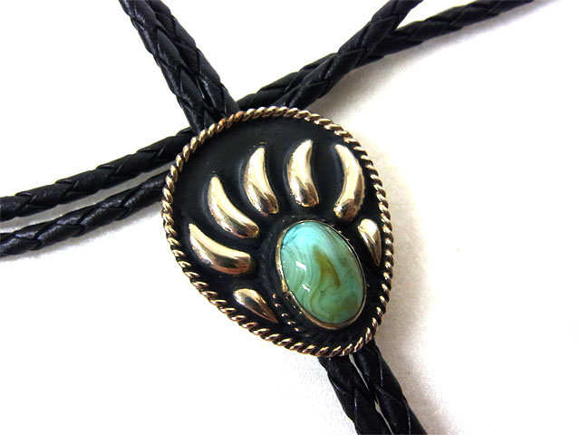 The Turquoise Stone Silver Bear Claw Bolo Tie is a beautiful sterling silver plated large bolo in a bear claw design with a turquoise center stone and black enamel that will dress up any cowboy or cowgirl shirt.